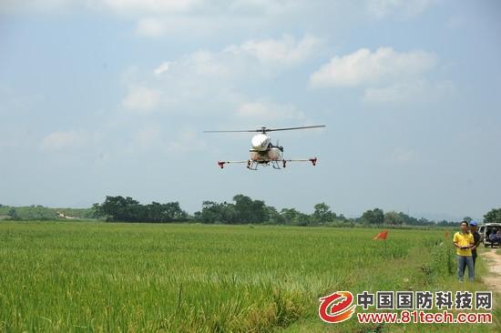 广西飞机撒火爆农资招商网农药,农用无人直升机亮相宾阳