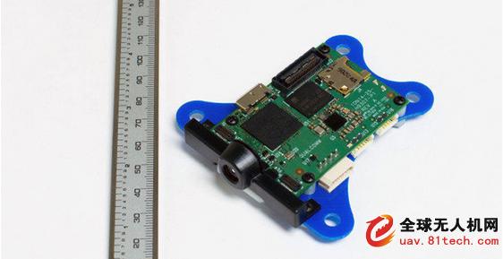 """基于手机芯片组的无人机解决方案,不仅可以大幅度降低成本,使无人机进入大众消费市场成为可能;更在无人机的体积、重量上大幅压缩,让一直令人诟病的无人机安全问题得到有效解决。而目前作为顶配的""""4K""""摄像头,则会成为无人机的""""标配""""性能,配合高清图传,全面提升用户的航拍体验,光流、双目视觉、避障、智能跟随等高端酷炫的""""黑科技""""也将以低成本全面推向市场,改写目前消费级无人机格局。零度智控也将8年积累的飞控、云台经验植入此版本解决方案,确保提供最"""