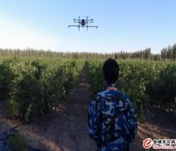 无人机喷洒农药