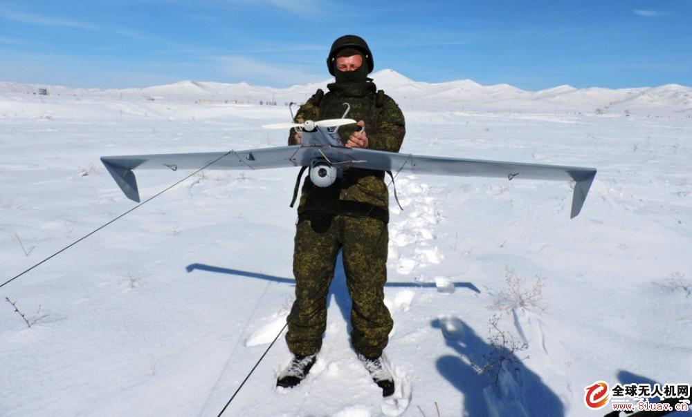 俄罗斯在驻亚美尼亚的军事基地训练无人机操作员
