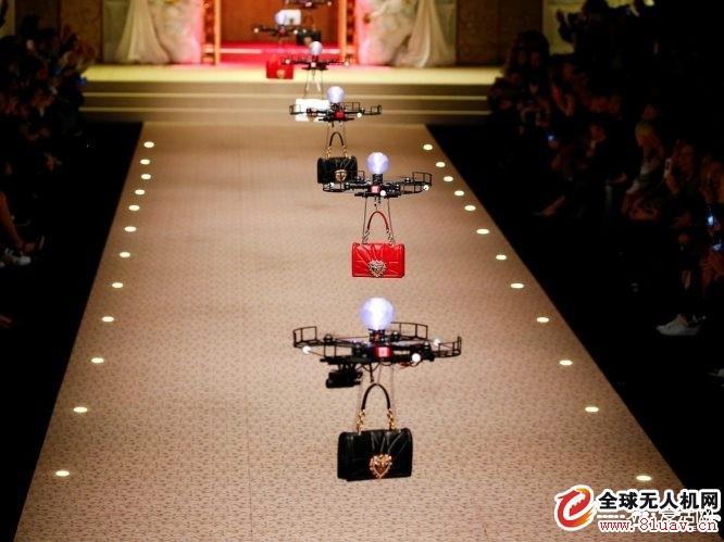 无人机T台走秀闪烁米兰时装周