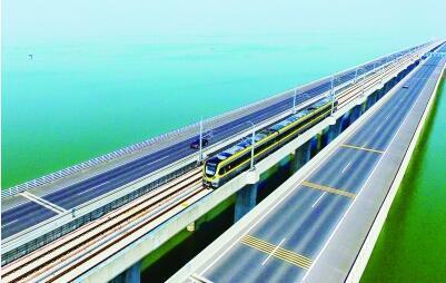 无人机航拍宁高城际 险些影响地铁运行