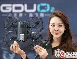 全球首创滑道机臂折叠无人机(普宙O2)亮相哈尔滨