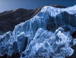 无人机发光助摄影师拍出冰川醉人美景