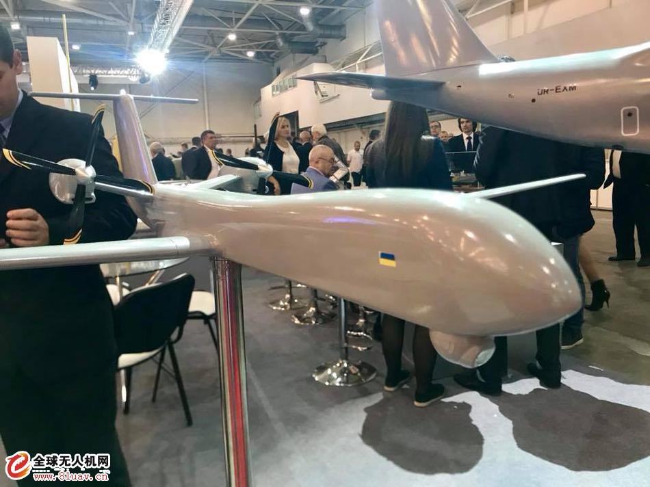 乌克兰防务展展示最新大型无人机模型