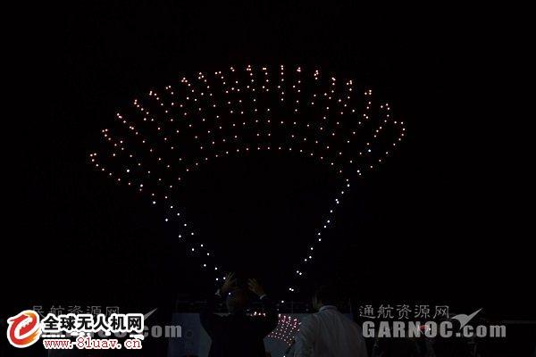 珠海航展 亿航智能300架无人机为通航之夜上演灯光秀