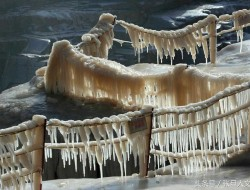 航拍壶口瀑布冰凌
